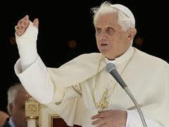 Pope Benedict Broken Wrist